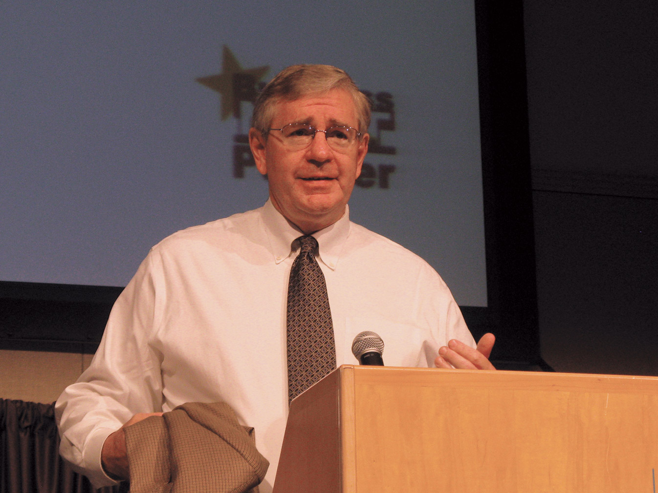 Ken Hedgecock speaks at a school bus industry event. (File photo)