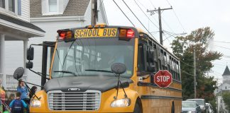 Students exit a Maine school bus. (Wikipedia Commons)